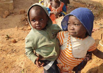 afryka-dzieciaki-w-butach-03