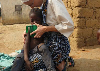 afryka-dzieciaki-w-butach-09