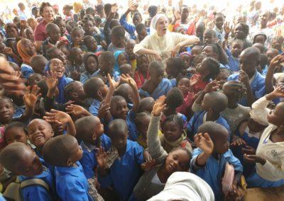 afryka-dzieciaki-w-butach-11